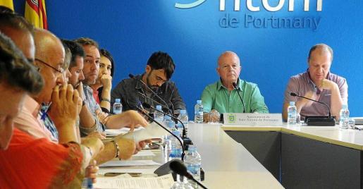 Un instante del pleno celebrado ayer, con Fran Tienda, Pablo Valdés, José Tur 'Cires' y Juanjo Ferrer en primer término.