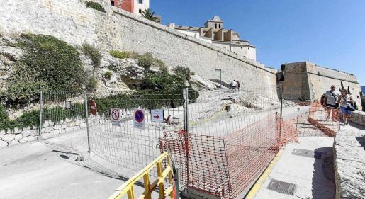 Aspecto de las obras de ampliación del aparcamiento de es Soto, paralizadas por el hallazgo.