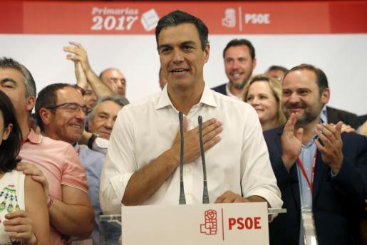 Pedro Sánchez habla con Rajoy por primera vez desde su victoria en las primarias.