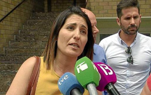 Aída Alcaraz atendió a los medios después de comparecer ante el juez Pinsach.