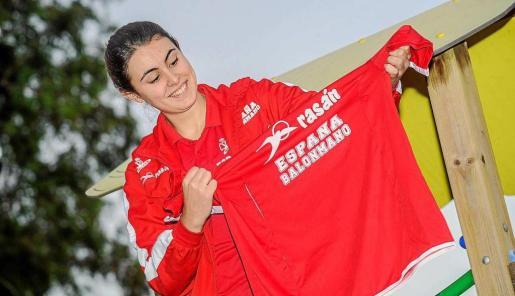 Paulina Pérez, con la indumentaria de la selección española.