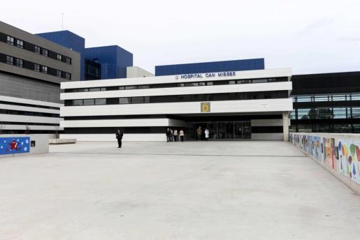 Imagen de archivo de la entrada principal del hospital Can Misses.