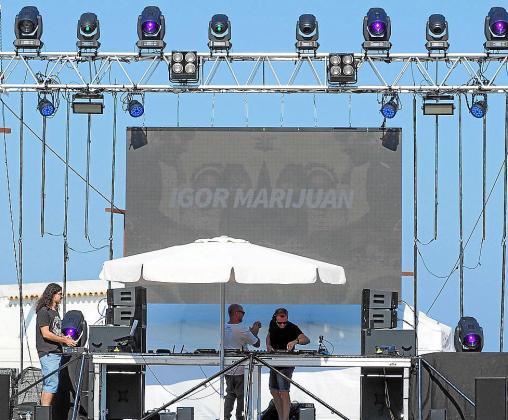 'Beats for food' se celebró ayer desde las 16.00 horas en el Puerto de Ibiza y entre otros djs de reconocido prestigio se sumó a la iniciativa Anna Tur.