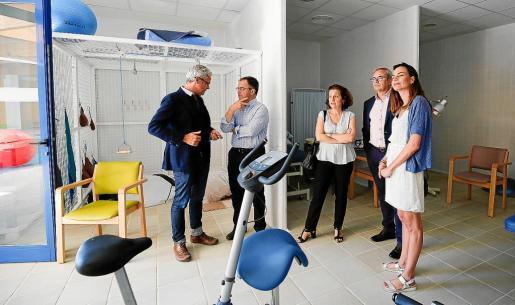 Fina Santiago visitó las nuevas instalaciones de Can Raspalls junto a Vicent Torres y el alcalde de Sant Josep, Pep 'Agustinet'.