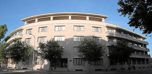 La residencia del centro deportivo sociocultural militar Es Fortí dispone de un total de 90 plazas. Es utilizada durante todo el año por los militares y, en época estival, reserva algunas plazas para acción social, que también pueden ser utilizadas por la Guardia Civil.