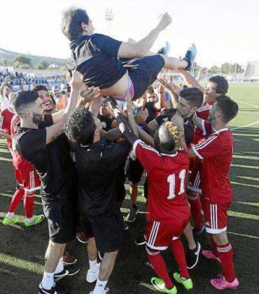 Una imagen de la celebración del ascenso de la UD Ibiza a Tercera División.