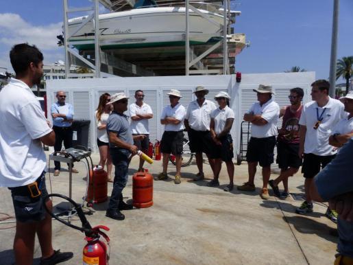 En el simulacro han participado los trabajadores de Marina Ibiza y ha contado con la colaboración de Bomberos, Policía Portuaria y Consell d'Eivissa.