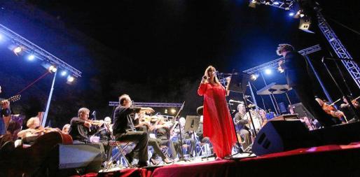Numeroso público acudió al concierto de ayer celebrado en el parque Reina Sofía de la ciudad de Ibiza.