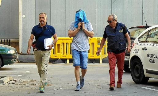 El tripulante, a su llegada a los juzgados de Vía Alemania, de Palma.