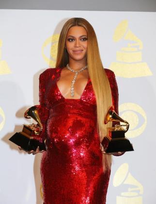 La cantante Beyonce, en avanzado estado de embarazo, durante la entrega de los premios Grammy.