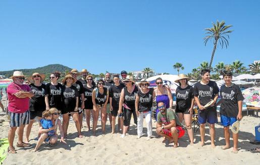 El primer acto de recuperación de las playas con tortillas se celebró en Platja d'en Bossa.