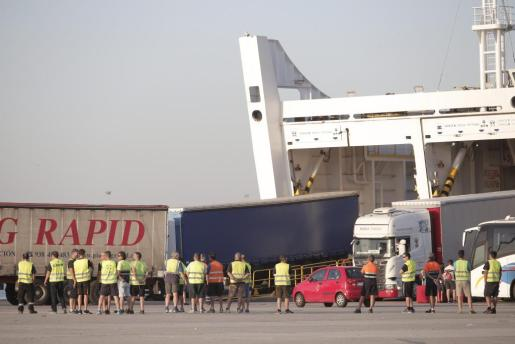 Nueva jornada de huelga parcial en los puertos.