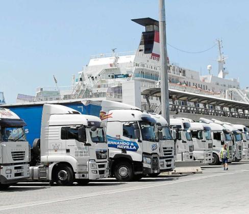 Zona de operaciones del puerto de Vila donde trabaja la plantilla de 21 estibadores de Ibiza.