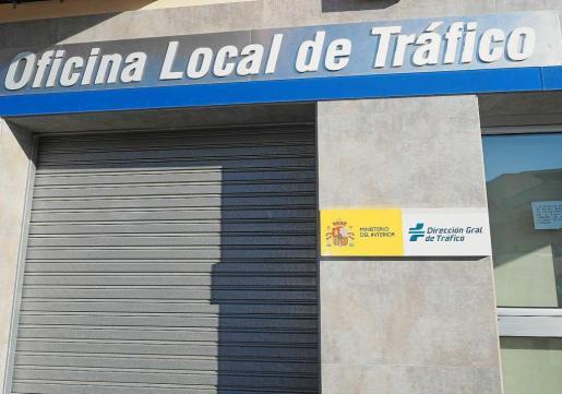 Fachada de la Oficina Local de Tráfico de Ibiza.