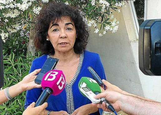 Maria Ferrer atendiendo ayer a los periodistas.