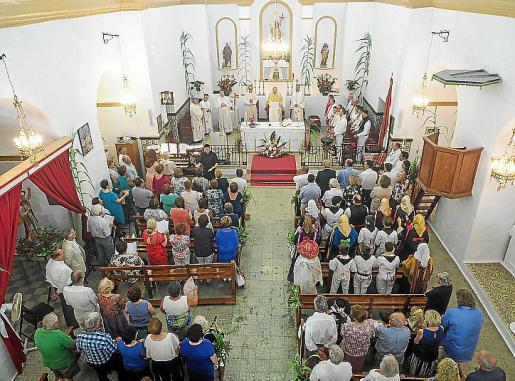 El día de Sant Joan comenzó con una misa oficiada por el obispo de Ibiza a la que acudieron las principales autoridades de la isla.