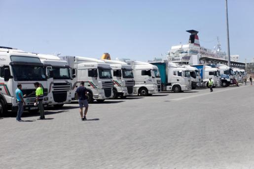 Imagen de archivo de huelga de estibadores en el puerto de Ibiza.