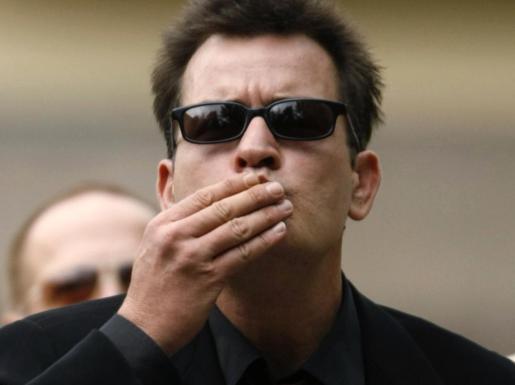 Al actor Charlie Sheen no parece haberle sentado demasiado bien la cancelación de su serie.