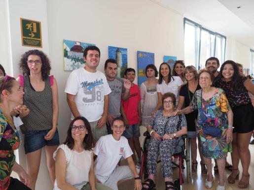 Imagen de grupo de algunos de los participantes en la exposición.