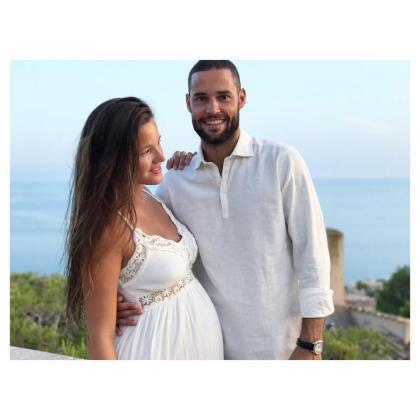 Malena Costa junto a Mario Suárez, en una imagen de su reciente boda.