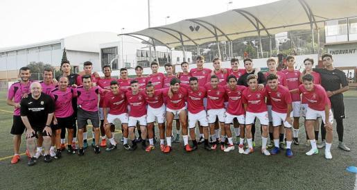 Una imagen del equipo de la Peña Deportiva juvenil que ayer inició la pretemporada en el Campo Municipal de Santa Eulària.
