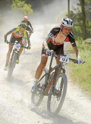 Un instante de la Vuelta a Ibiza en mountain bike.