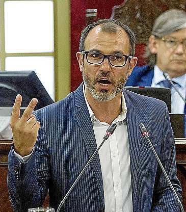 Biel Barceló, en el Parlament.