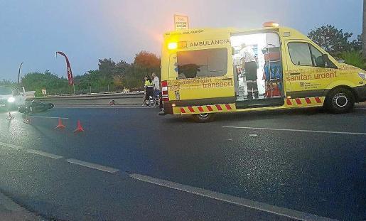 Colisión entre dos motos. Los dos heridos y sus motos quedaron tendidos sobre el asfalto y fueron atendidos por los servicios del 061 y la Guardia Civil.