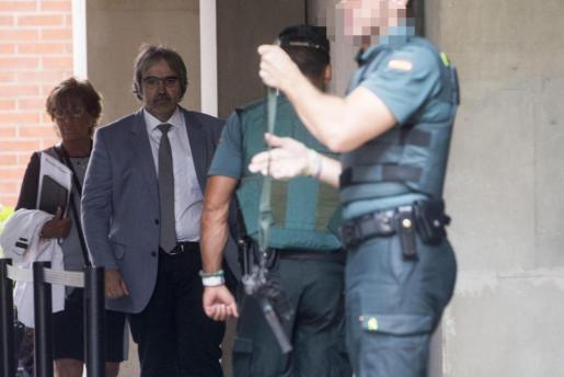 El secretario general de Presidencia, Joaquim Nin, a su salida tras prestar declaración por los preparativos del referéndum del 1-O que dirige el titular del juzgado de instrucción número 13 de Barcelona.