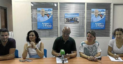 De izq. a dcha, Marcos Serra, Norberta Sánchez, José Sala, Lidia Prats y Neus Mateu en rueda de prensa