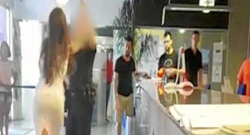 La joven fue trasladada a Can Misses tras ser reducida por un policía en el Ayuntamiento de Sant Antoni.