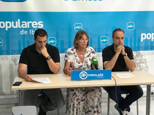 Los concejales Pablo Gárriz, Virginia Marí y Ález Minghiotti ofrecieron ayer una rueda de prensa.
