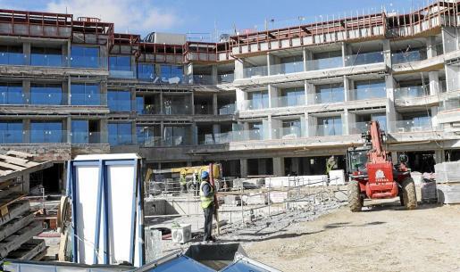 En la imagen, reforma del Hotel Ibiza Bay, en Talamanca.