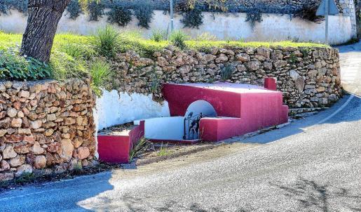 Santa Eulària quiere desviar la carretera que pasa por delante de la Font de Peralta, en Sant Carles, y convertir este espacio en una zona peatonal.