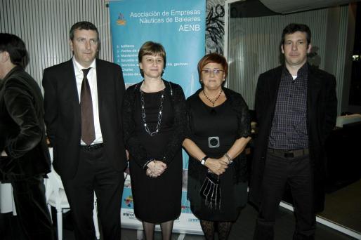 Javier Martinez, Xisca Vives y Xisco Massanet, acompañados por Margarita Dhalberg.