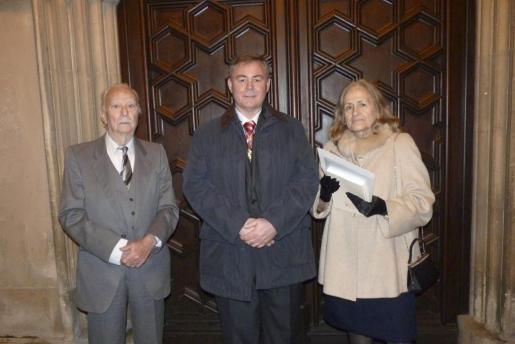 José Ortega y Antonia Villoslada con su hijo Antonio.