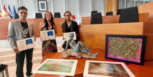 Imagen de la entrega de los Premis Vuit d'Agost celebrada ayer en la salón de plenos del Consell d'Eivissa.