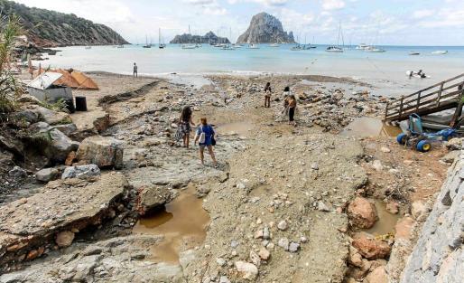 Es Torrent un día después del temporal que azotó a la isla el miércoles y arrasó con todo.