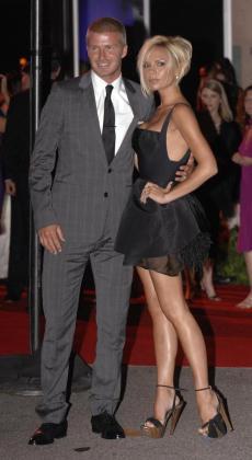 Foto de archivo de David Beckham y su mujer Victoria.