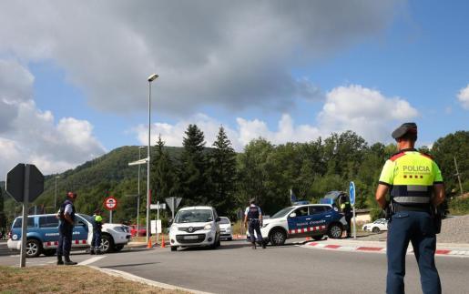 Control de los Mossos d'Esquadra en los accesos a Ripoll.