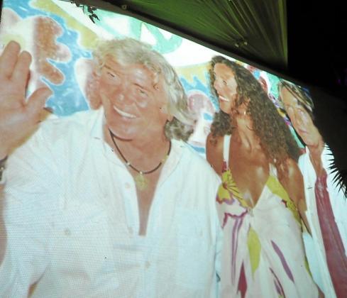 A la entrada del photocall a la fiesta se pudieron ver imágenes de Nieto y su esposa, Belinda ,en anteriores ediciones de la fiesta.