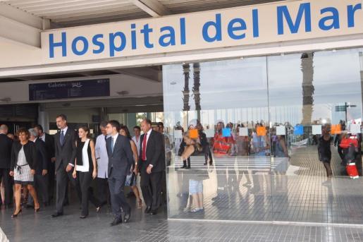 Felipe VI y la Reina Letizia acudieron el pasado sábado a los hospitales barceloneses del Mar y de Sant Pau para visitar a los heridos en el atentado de La Rambla.