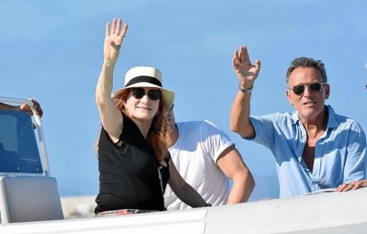 El cantante Bruce Springsteen, junto a su mujer de vacaciones en la Pitiusa Mayor.