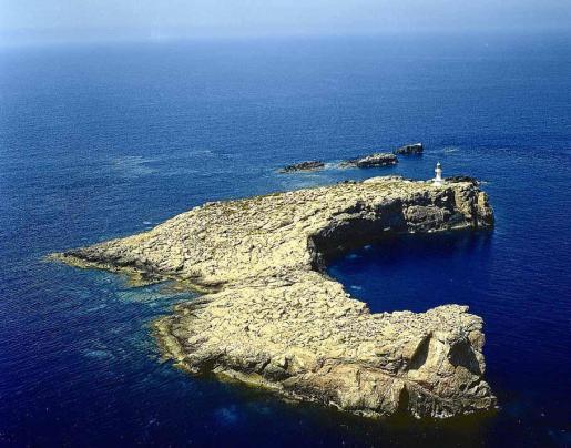 La ubicación del faro de na Bleda Plana, al oeste de la isla de Ibiza, lo convierte en el más occidental de todo el archipiélago balear.
