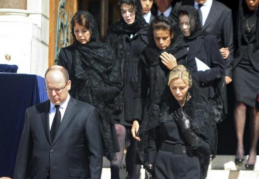 La familia Grimaldi al completo ha asistido al funeral por la princesa Antoniette.
