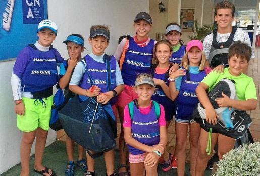 El equipo de jóvenes regatistas del CNSA que acudirá a competir este fin de semana en la Setmana Catalana de la Vela.