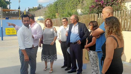 El conseller balear de Educació, Martí March, durante la visita que realizó ayer a las obras del CEIP Can Misses.