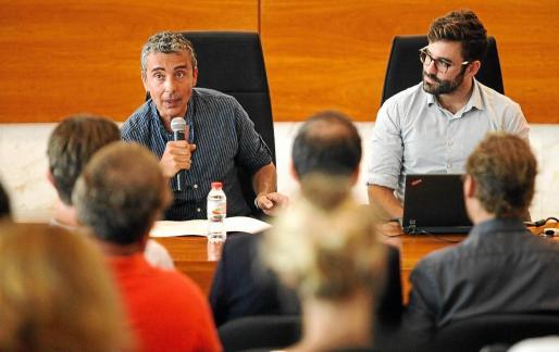 Gian di Terlizzi y Joan Groizard en el taller de movilidad eléctrica celebrado junto a la empresa holandesa EVConsults.
