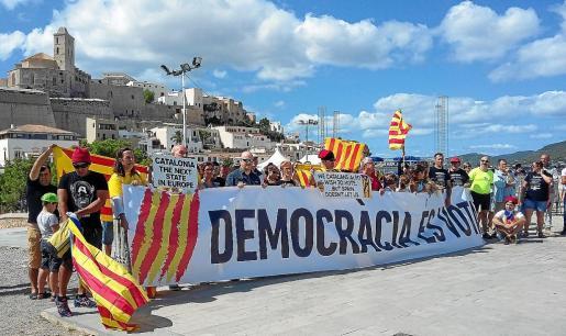 La concentración, que contó con el apoyo de Esquerra Republicana, se celebró en el Baluard de Santa Llúcia.