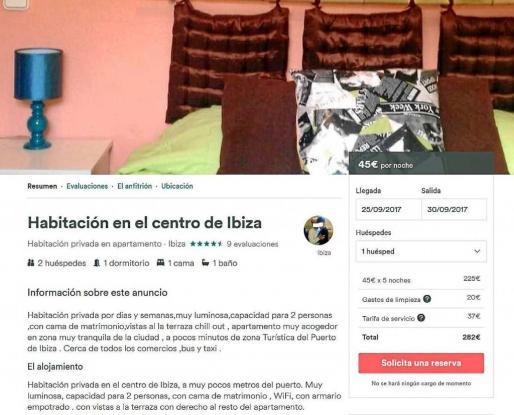 En esta captura se observa el anuncio de una habitación privada por días y semanas en el centro de Ibiza. Para cinco noches, del 25 al 30 de septiembre, alcanza un precio de 282 euros.